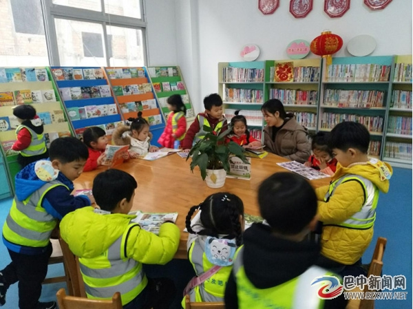 """巴中市图书馆开展""""我在图书馆找年味""""幼儿主题活动"""