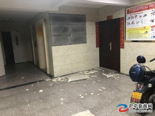 巴中一楼盘入户大厅部分瓷砖脱落 业主:此现象已经不是第一次