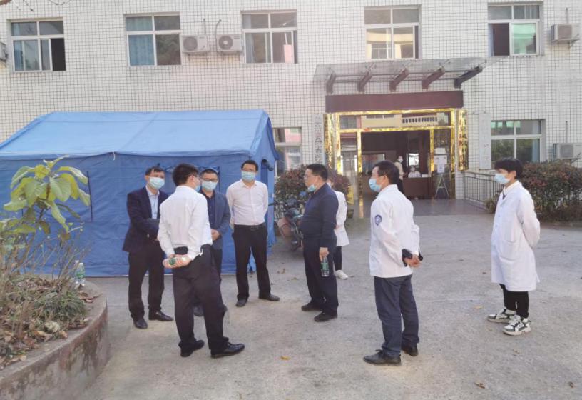 平昌县卫健局党组书记、局长张光宇一行到凤凰卫生院检查指导工作