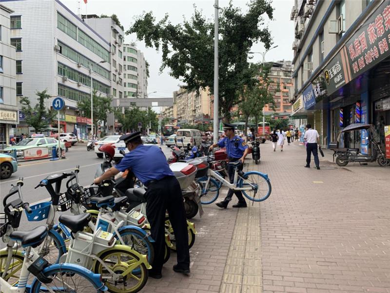 巴城施划600余处非机动车停车点 助力文明城市创建