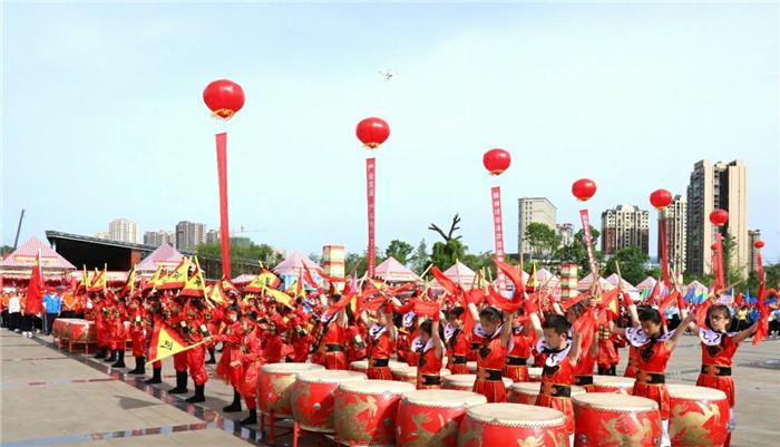 """巴中市恩阳区庆""""五一""""万名职工健康长跑活动开幕"""